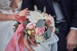 Wunderschöner runder Brautstrauß von Ganz Unverblümt Florist Straubing