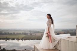 Natürlich schöner Brautstrauß mit abfließenden Bändern von Ganz Unverblümt Straubing
