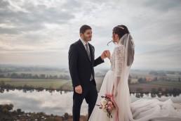 Hochzeitsfoto mit individuellem Brautstrauß von Ganz Unverblümt Straubing