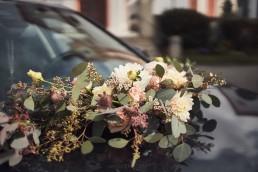 Natürlich Pastellfarbener Autoschmuck von Meisterfloristin Franzi Ganz Unverblümt Straubing