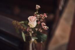 Romantischer Blumenschmuck in Kirche von Ganz Unverblümt Straubing