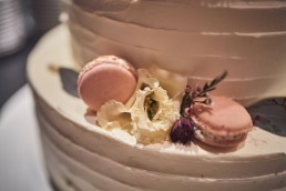 Blumen in Pastelltönen auf Hochzeitstort im Toni´s in Straubing