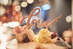 Hochzeitstorte mit Blumendeko von Ganz Unverblümt im Toni´s in Straubing