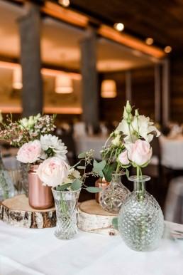 Romantischer Tischschmuck auf Vintage-Hochzeit im Toni´s in Straubing