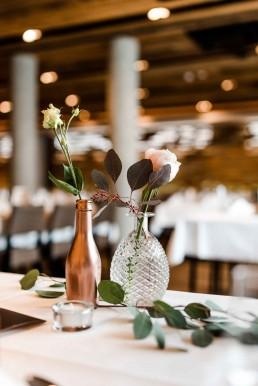 Eucalyptus, Rosen und Vasen von Meisterflorist Ganz Unverblümt Straubing