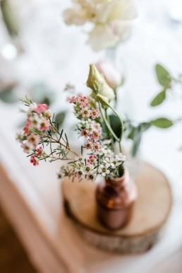 Tischschmuck von Ganz Unverblümt auf Hochzeit im Toni´s in Straubing