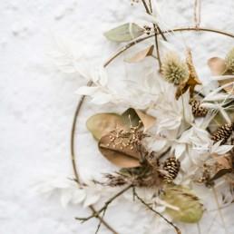 Individueller Traumfänger floral gestaltet von Meisterloristin Franzi Bayrischer Wald