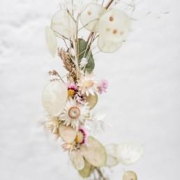 Zarter Türkranz aus getrockneten Blüten auf Metallring von Ganz Unverblümt Straubing Deggendorf