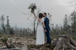 Hochzeit im Bayrischen Wald mit Hochzeitsfloristik von Ganz Unverblümt