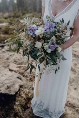 Sukkulenten und Eukalyptus im XL- Brautstrauß für die besondere Hochzeit von Franzi Ganz Unverblümt Bayrischer Wald