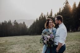 Wundervolles Farbkonzept Rosé und Violett im Brautstrauß kombiniert mit Eukalyptus Grün von Ganz Unverblümt Florist Straubing