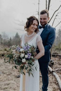 Style Shooting Hochzeitsfloristik Brautstrauß und Brautpaar von Ganz Unverblümt Region Regensburg