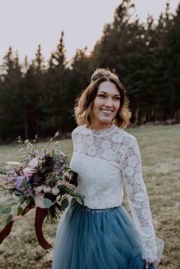Brautstrauß in Rose´- und Violetttönen in Kombination mit viel Grün von Ganz Unverblümt Straubing