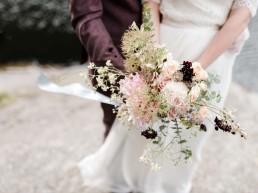 Liebevoller natürlicher Brautstrauß aus Meisterhand von Ganz Unverblümt Bayrischer Wald