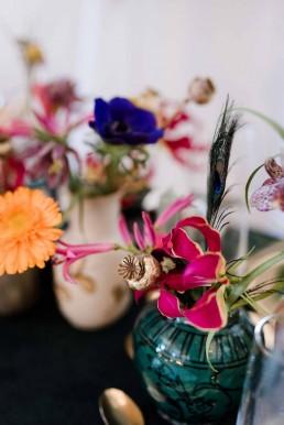 Pfauenfedern und exotische Blüten für Hochzeit von Ganz Unverblümt Deggendorf