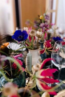 Mohnkapseln natürlichund vergoldet in Vasenfüllungen für Hochzeitstischschmuck von Ganz Unverblümt Bayrischer Wald