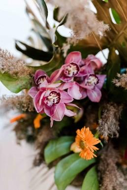 Tropische Floristik im Boho Stil von Ganz Unverblümt zur Hochzeit Bayrischer Wald