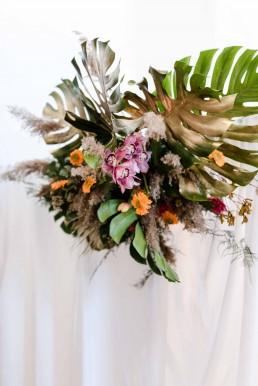 Exotischer Blumenschmuck mit Orchideen im Boho Stil von Franzi Ganz Unverblümt Straubing