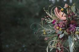 Tropischer Brautstrauß mit Orchideen, Ananas, Anthurien im Boho Stil von Ganz Unverblümt Straubing