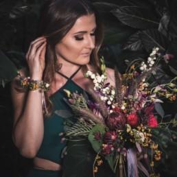 Tropischer Boho Blumen- und Armschmuck zur Hochzeit von Ganz Unverblümt Straubing Deggendorf