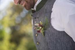 Zarter Anstecker für Bräutigam zur Tracht von Ganz Unverblümt Bayrischer Wald