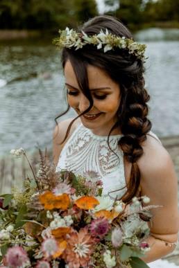 Natürlicher Blumenschmuck für Boho-Hochzeit von Meisterfloristin Ganz Unverblümt Straubing