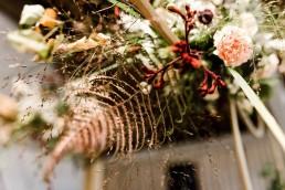 Gräser und herbstliche Blumen in Hochzeitsblumenschmuck von Meisterflorist Ganz Unverblümt Straubing