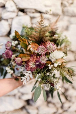 Lockerer und natürlicher Brautstrauß in Herbsttönen von Meisterfloristin Ganz Unverblümt Steinach