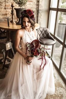 Kreative Hochzeitsfloristik mit exotischen Blüten in starker Farbkombination von Ganz Unverblümt Straubing Deggendorf