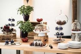 Desserttisch für Hochzeit blumig begleitet von Ganz Unverblümt Niederbayern