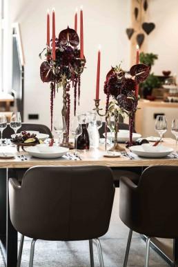 Exotischer Tischschmuck auf Kerzenhalter von Meisterfloristin von Ganz Unverblümt Straubing Deggendorf