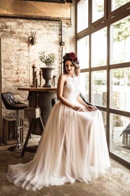 Braut mit floralem Haarschmuck von Ganz Unverblümt Niederbayern
