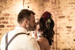 Brautpaar Shooting mit floralem Haarschmuck von Hochzeitsfloristin Franzi Regensburg