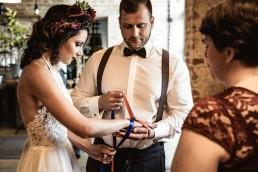 Brautpaar Mexican Shoot bei der Trauung mit Haarschmuck von Ganz Unverblümt Straubing Deggendorf
