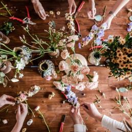 Wunderschöne Blumenauswahl für Haarkranz Workshop von Ganz Unverblümt Deggendorf