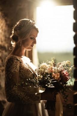 Boho Hochzeitsfloristik mit natürlichem Brautstrauß bei Styleshoot mit Ganz Unverblümt im Bayerischen Wald