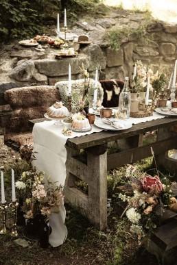 Natürliche Tischdeko von Hochzeitsflorist Ganz Unverblümt in Straubing